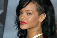 Rihanna-goes-au-naturel-side